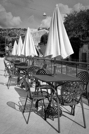 Hotel Principe d'Aragona : Tavoli colazione al sole