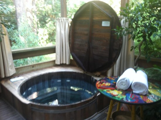 Arcadia Cottages:                   Jacuzzi