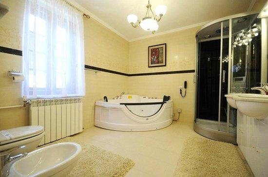 "Villa Alice: 5 star ""Supreme"" bathroom"