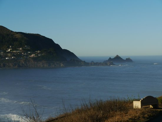 Holiday Inn Express Hotel & Suites Pacifica:                   On the walk up from Rockaway Beach...