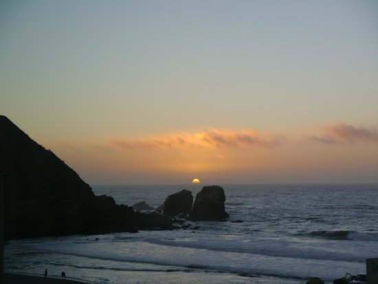 Holiday Inn Express Hotel & Suites Pacifica:                   Sun going down at Rockaway Beach...