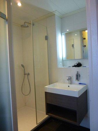 Badkamer - Foto van Fletcher Hotel Nautisch Kwartier - Huizen ...