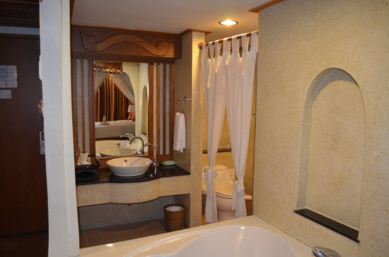 Vogue Resort & Spa:                   Our Open bathroom n bath tub