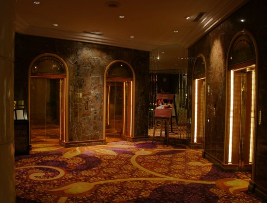 Dusit Thani Bangkok:                   elegancia en todos los puntos del hotel