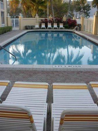 لاكوينتا إن آند سويتس صن رايز:                   Pool                 