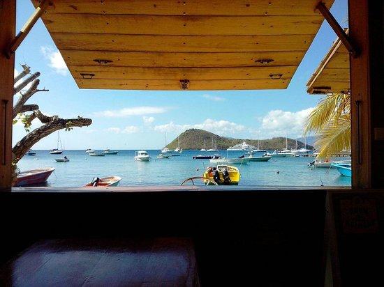 Terre-de-Haut, Guadeloupe:                                     Une vue sublime sur la baie et l'ilet à cabrit au fond.