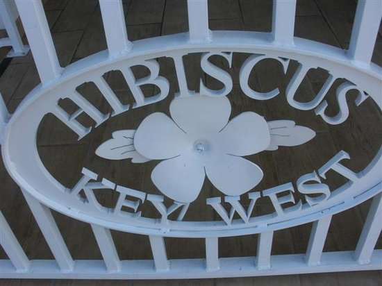 Best Western Hibiscus Motel:                   Gate at lobby entrance