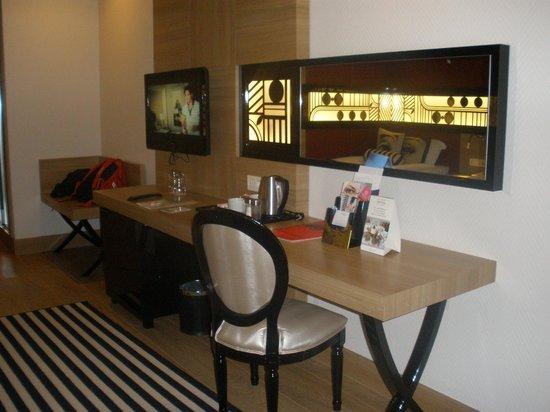 Delphin Imperial Hotel Lara:                   dresser