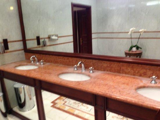 Hotel de Paris Monte-Carlo :                   Marble vanity