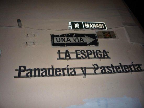 La Espiga Panderia y Pasteleria:                   L'insegna sull'Avenida