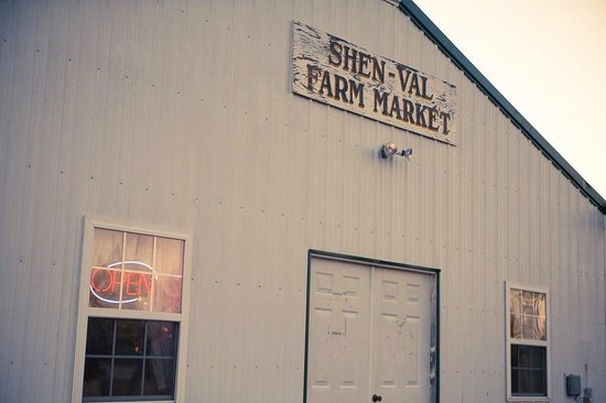 Shen-Val Farm Market: Our building is located right off the road with excellent parking