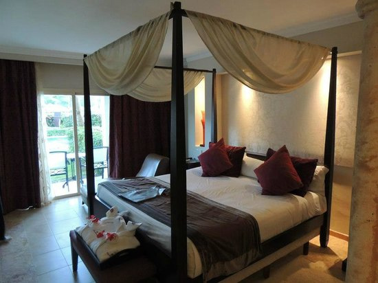 Majestic Elegance Punta Cana:                                     Nice size bed, clean room