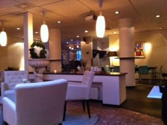Best Western Plus Hotel Noble House:                   breakfast and lounge room