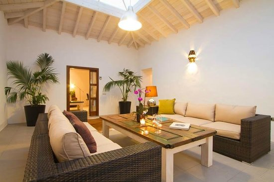 Tiagua 81: Shared Lounge