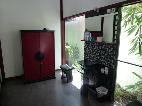 Bonsai Villas:                   Bathroom