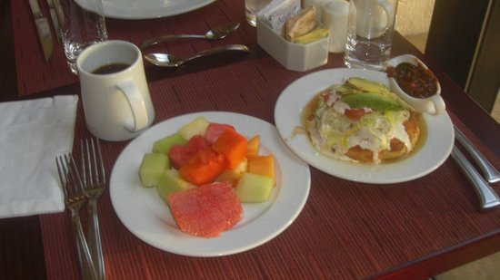 วิลลาเดลปัลมาร์แคนคัน:                                     Davino's fruit and Mexican dishes