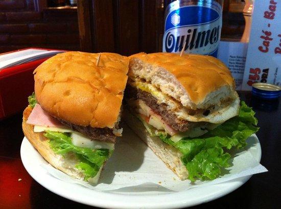 Cafe Bar Banana :                   hamburguesa con queso