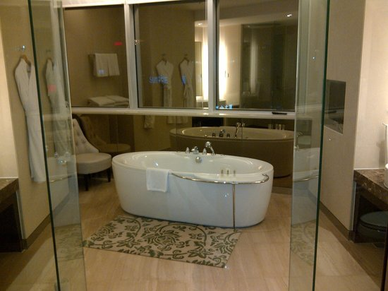 Holiday Inn Shanghai Pudong:                   Bagno suite