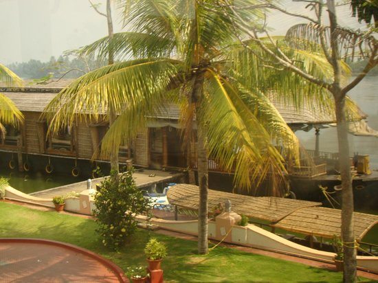Lake Palace Resort:                                     House Boat