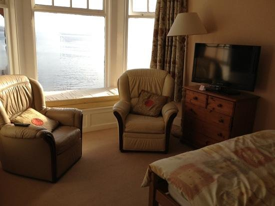 Undercliff Bed & Breakfast:                                     view of the loch, very comfortable place to stay