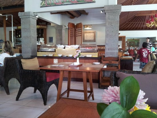 Rama Beach Resort and Villas:                                     Restaurant