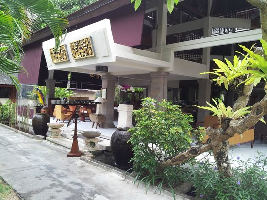 Rama Beach Resort and Villas:                                     Restaurant entrance