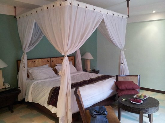 Rama Beach Resort and Villas:                                     Bedroom