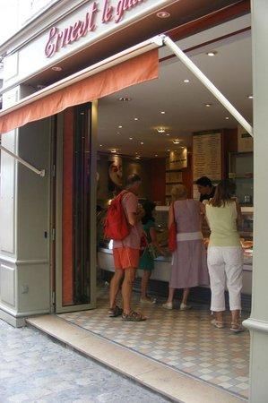 Ernest :                   La boutique Rue du Port à La Rochelle