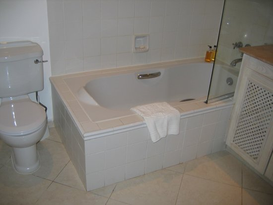 Coral Reef Club :                   tub