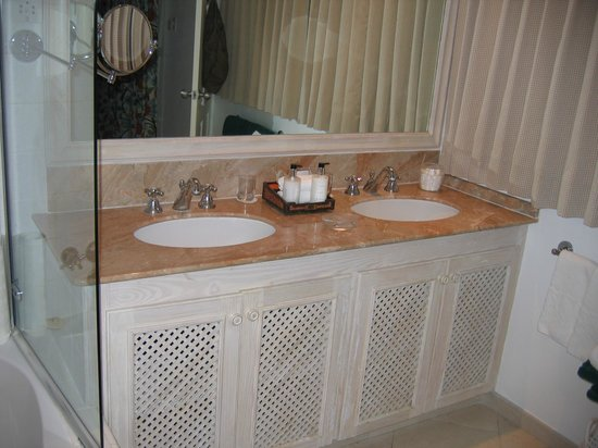 Coral Reef Club:                   bathroom sinks