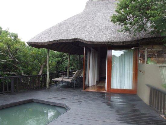 Kichaka Luxury Game Lodge:                   Room Outside