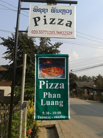Pizza Phan Luang: The Sign