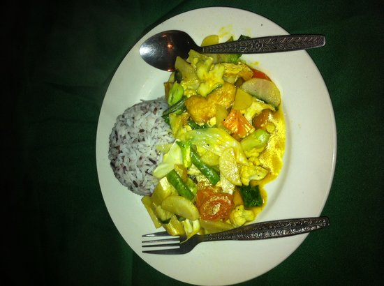 Veggie Tables:                   Yellow Curry with Vegetables and Tofu