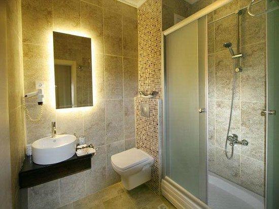Maya Hotel: bath2