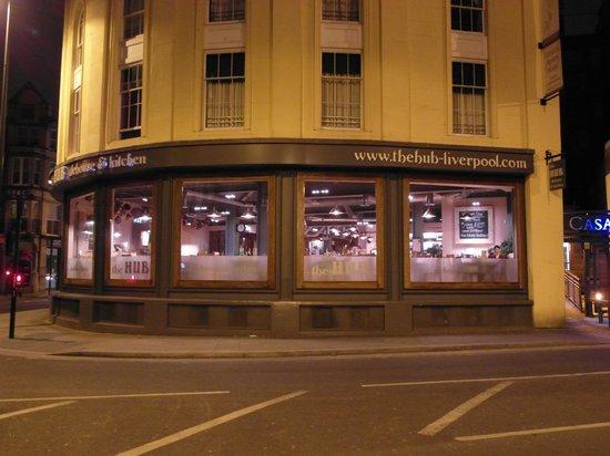 The Hub Alehouse and Kitchen :                   The Hub, угол Hanover и Duke str.