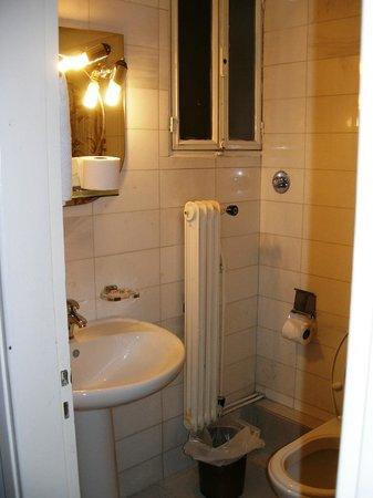 Egnatia Hotel:                   Bathroom 1