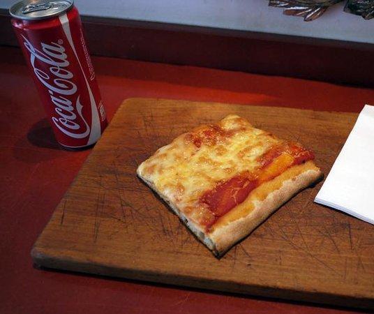 Gusto del Born :                   pizza margherita