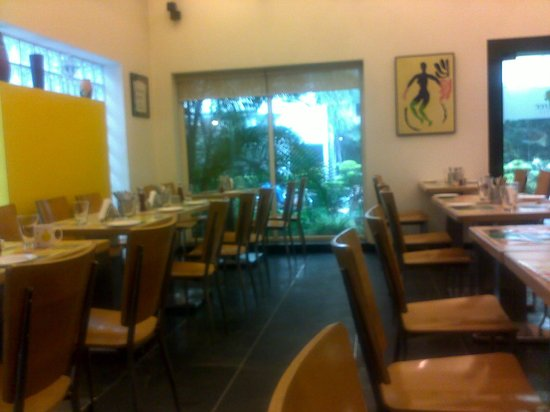Lemon Tree Hotel, Udyog Vihar, Gurgaon:                   Restaurant overlooking the garden