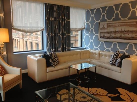 Kimpton Hotel Monaco Philadelphia:                   living area