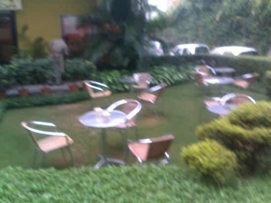 Lemon Tree Hotel, Udyog Vihar, Gurgaon :                   Small but nice Garden