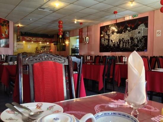 Nhu-Y :                   salle du restaurant