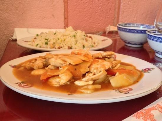 Nhu-Y :                   poulet kung pao et riz cantonnais