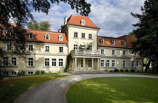 Sierakow Manor (Dwor Sierakow)