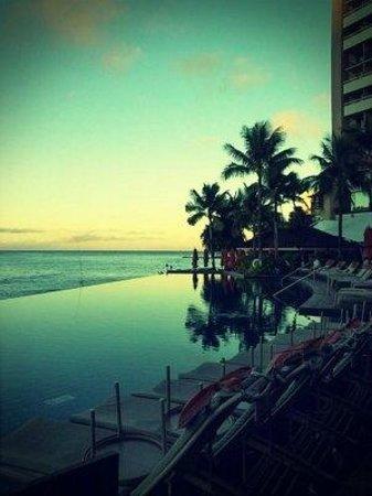Sheraton Waikiki:                   インフィニティプール