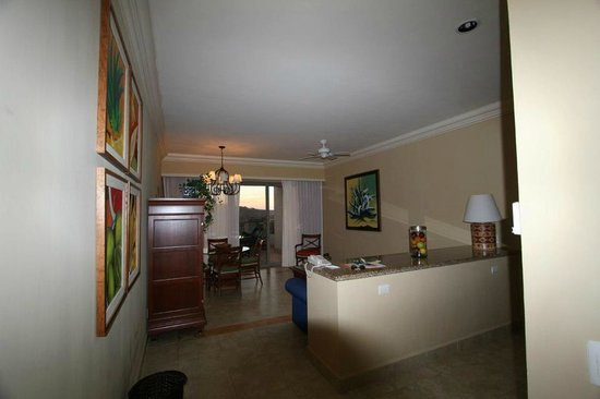 Pueblo Bonito Sunset Beach Golf & Spa Resort:                   Living Room Super Executive Suite