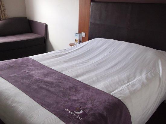Premier Inn Norwich East (Broadlands/A47) Hotel :                                     Premier Inn,room.