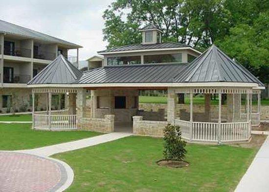 Hampton Inn & Suites Fredericksburg: Gazebo