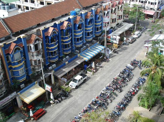 Centara Karon Resort Phuket : vue de notre chambre 6ème étage