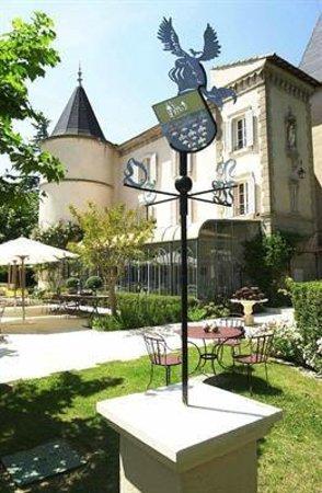 Chateau de Nans: chateau et veranda