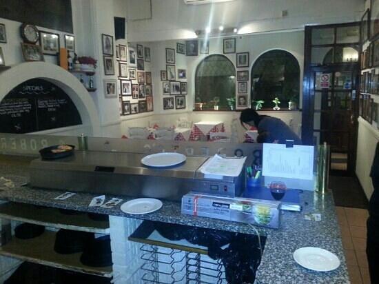 Roberto's Pizza House:                   roberto pizzeria ristorante